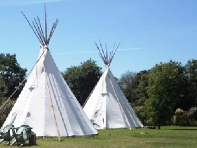location tipi insolite 4 5 personnes camping les ptites maisons dans la prairie. Black Bedroom Furniture Sets. Home Design Ideas