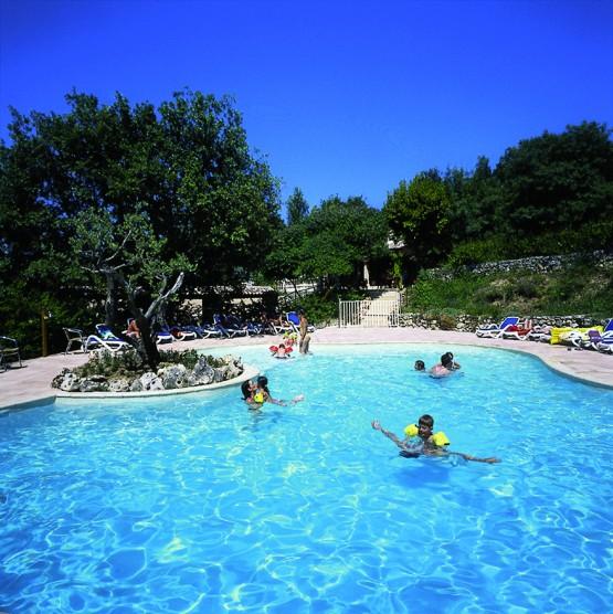 Camping chanteraine for Camping lac de ste croix avec piscine