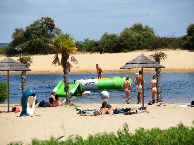 Camping les viviers location mobil home en gironde for Village vacances gironde avec piscine