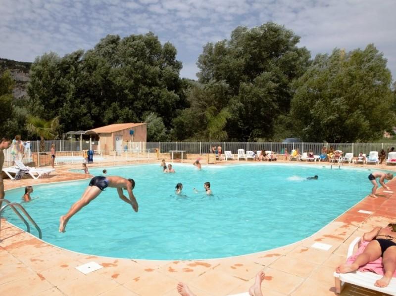 Camping les pr s du verdon i camping pas cher alpes de for Camping haute provence avec piscine