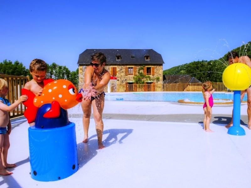 Camping la boissi re en midi py i camping pas cher en for Vacances en aveyron avec piscine