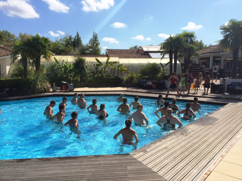 Camping sen yan i mobil home lou co t r duit - Cout piscine chauffee ...