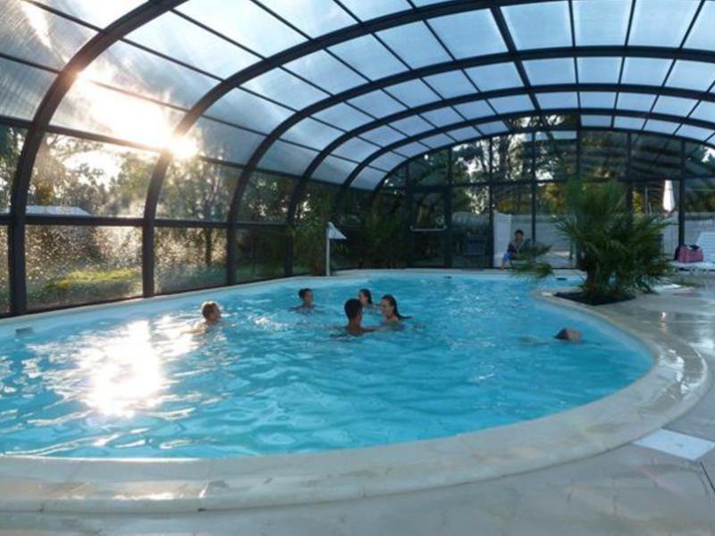 Location camping le bordeneo louer un camping en morbihan for Centre de vacances avec piscine couverte