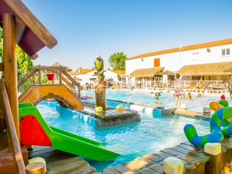 Location camping airotel ol ron louer un camping en charente for Piscine ile d oleron