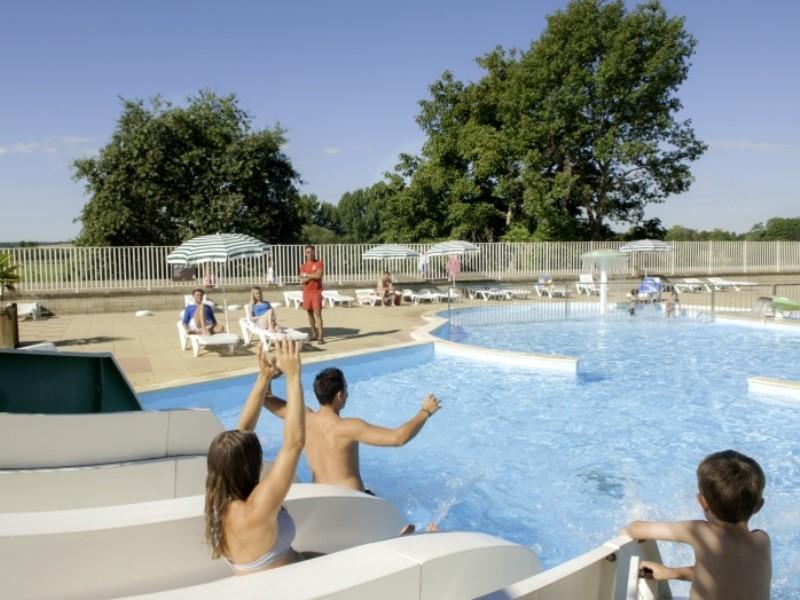 Location camping le parc des allais louer un camping en for Camping indre et loire avec piscine