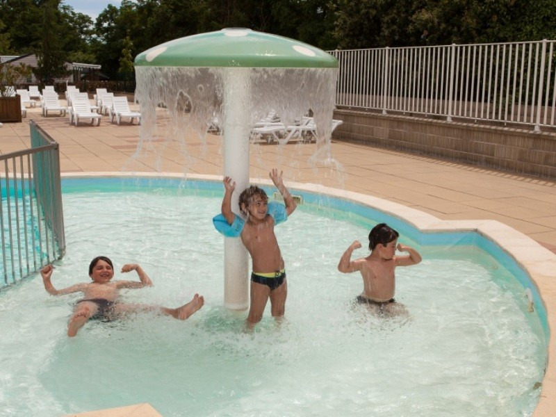 Location camping le parc des allais louer un camping en for Camping indre et loire avec piscine couverte