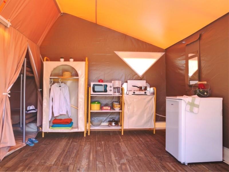 Location tente pas cher 2 chambres en camping en charente for Location chambre pas cher