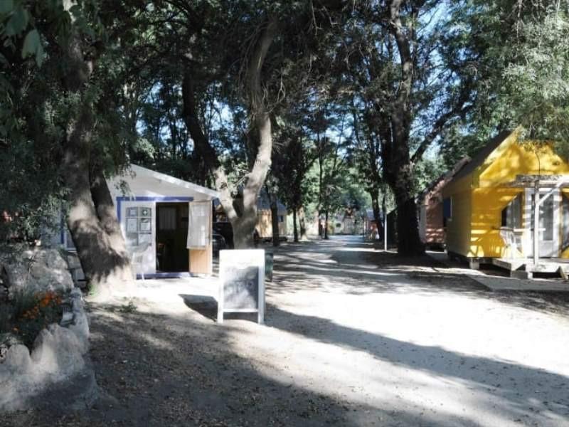 camping bellerive location mobil home dans le gard. Black Bedroom Furniture Sets. Home Design Ideas