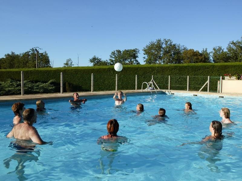 Camping la nouvelle croze location de mobil home au for Meilleur prix piscine