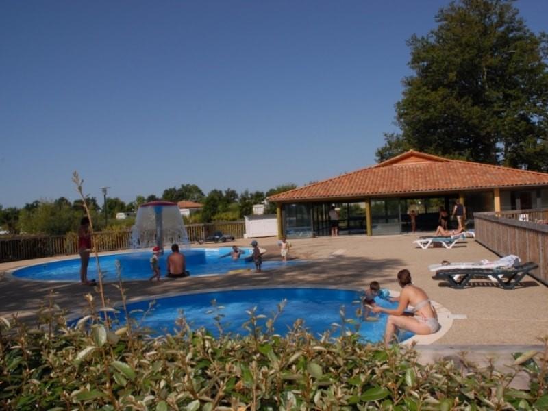 Camping des lacs i camping pas cher en charente for Camping poitou charente piscine