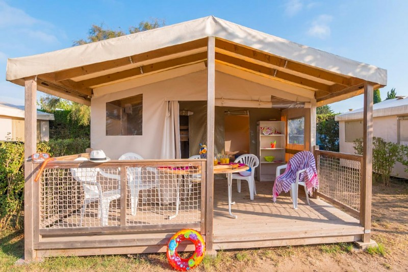 tente quip e 2 chambres 5 personnes sur camping aqua viva. Black Bedroom Furniture Sets. Home Design Ideas