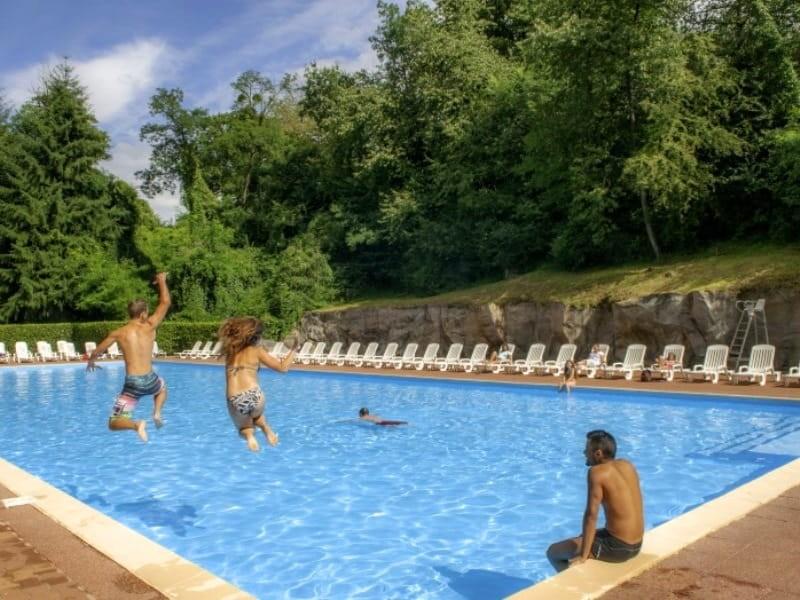 Camping parc des roches location mobil home essonne for Piscine essonne
