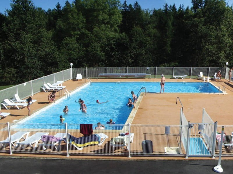 Camping logis de s chemailles location mobil home corr ze for Piscine correze